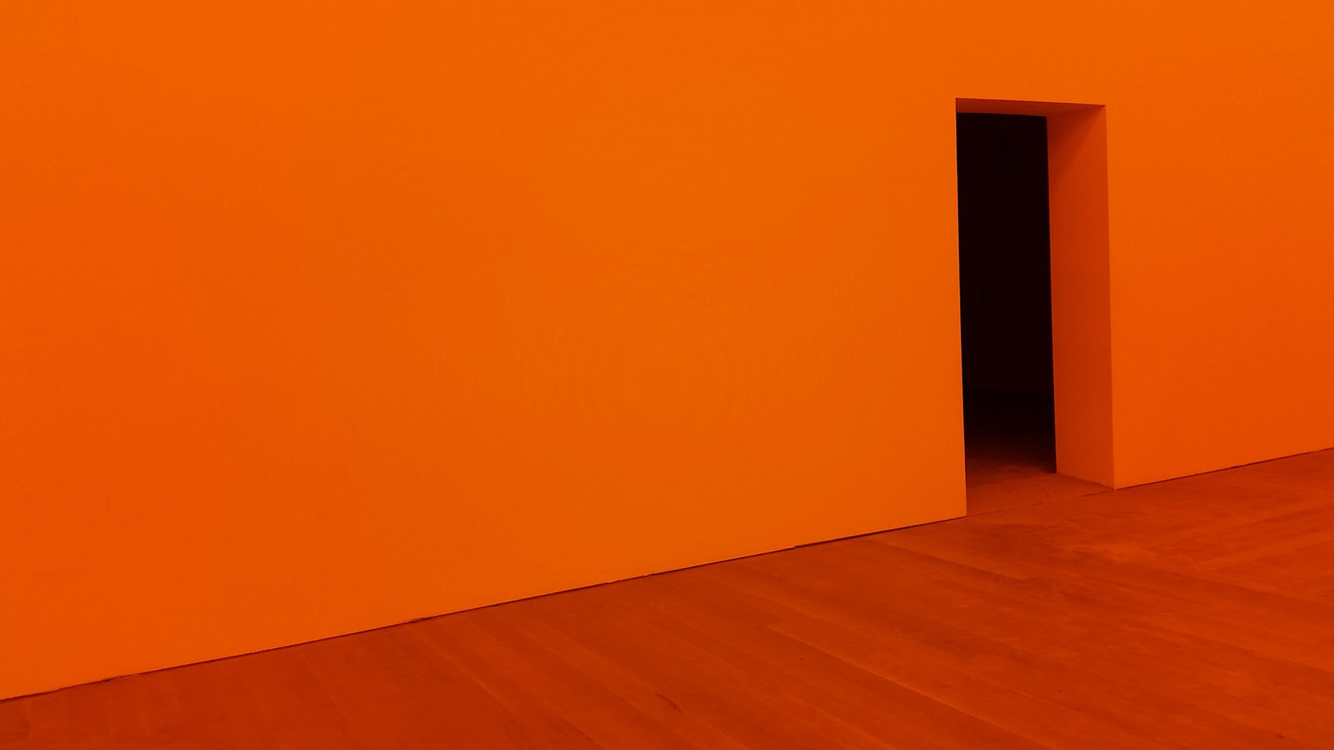 Rode ruimte met een uitgang